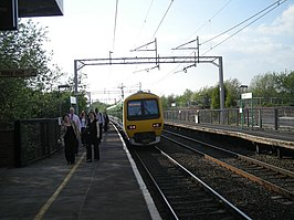Tipton railway station in 2008.jpg