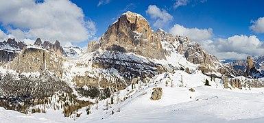 Tofana di Rozes parete sud Dolomiti Ampezzo.jpg