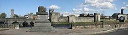 Treaty Stone and King Johns Castle, Limerick - geograph.org.uk - 303274.jpg