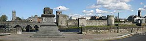 Treaty Stone and King Johns Castle, Limerick - geograph.org.uk - 303274.jpg