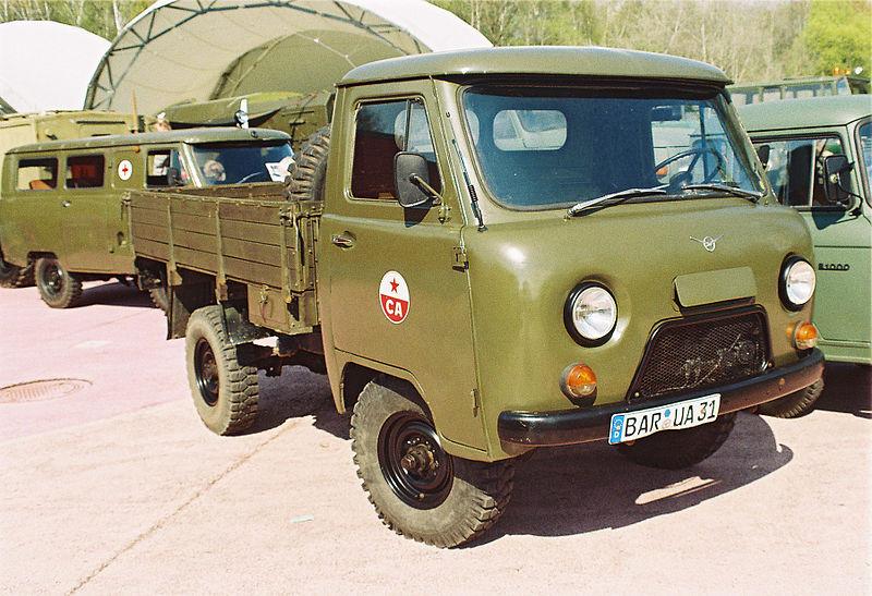 году автомобиль УАЗ-452Д