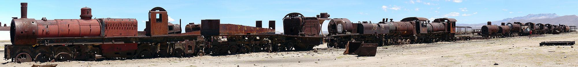 Uyuni Décembre 2007 - Cimetière de Trains 1.jpg