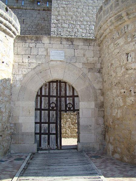 Archivo valladolid portillo castillo puerta entrada wikipedia la enciclopedia libre - Puertas en valladolid ...