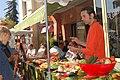 Vendeur d'épluche-légumes à l'Isle-sur-la-Sorgue.jpg