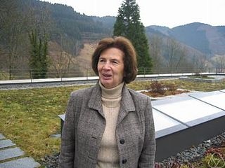 Vera T. Sós Hungarian mathematician specializing in number theory and combinatorics (b.1930)