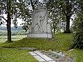 Viesīte, atbrīvošanas cīņu piemineklis 2000-07-23 - panoramio.jpg