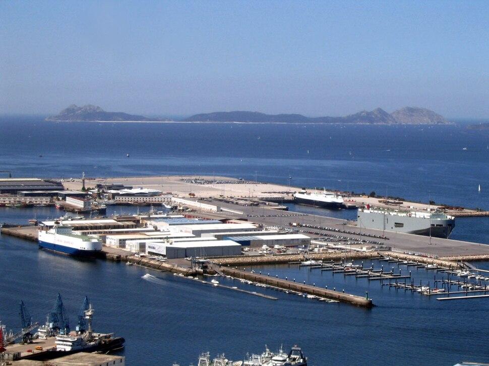Vigo, porto coas illas Cíes ó fondo