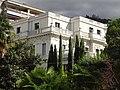Villa Florentine, depuis le minigolf, côté ouest, en haut à droite le Caux-Palace au lointain.jpg