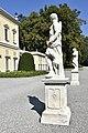 Villa Olmo - statue davanti alla facciata.jpg