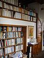 Villa il roseto, interni, libreria.JPG