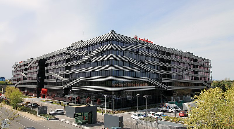 File vodafone offices av am rica 115 madrid wikimedia commons - Oficinas vodafone madrid ...