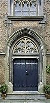 voorgevel kapel, entree met lijstwerk - maastricht - 20335428 - rce