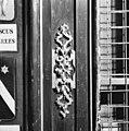 Wapenbord detail ornament - Amsterdam - 20014339 - RCE.jpg