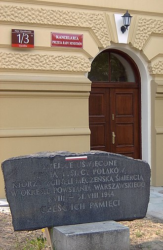 Chancellery of the Prime Minister of Poland - A memorial outside of the Chancellery's entrance.