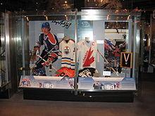 220px-Wayne_Gretzky-HHOF Wayne Gretzky Edmonton Oilers Los Angeles Kings New York Rangers Team Canada Wayne Gretzky