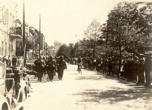 Wehrmacht in Liberty Avenue, Kaunas