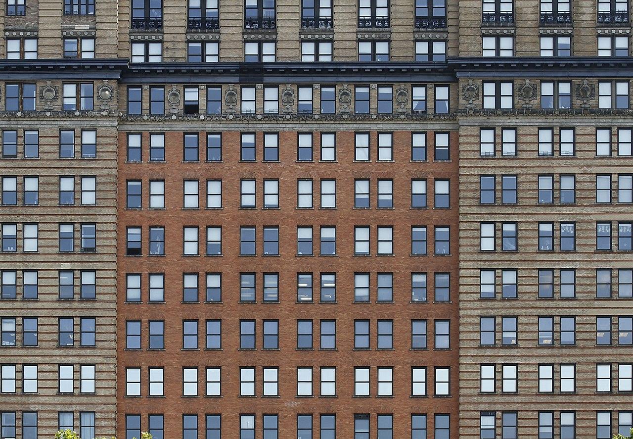 File whitehall building windows 2012 07 for Building sans fenetre new york