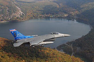 Devil's Lake (Wisconsin) - Wisconsin Air National Guard F-16 over Devil's Lake