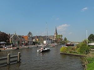 Woudsend - Image: Woudsend, dorpszicht vanaf de brug foto 4 2011 04 24 14.33