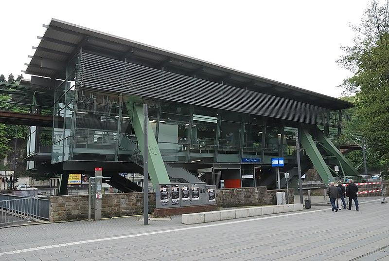 Datei:Wuppertal-100508-12791-Schwebebahn.jpg