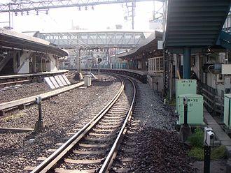 Yoyogi-Hachiman Station - Tracks and platforms