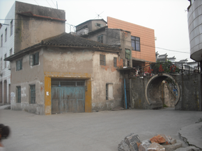 Zhicheng Vice-East Gate And Qianjin Fabric Store.png