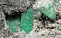 Émeraude, calcite, pyrite (cropped).jpg