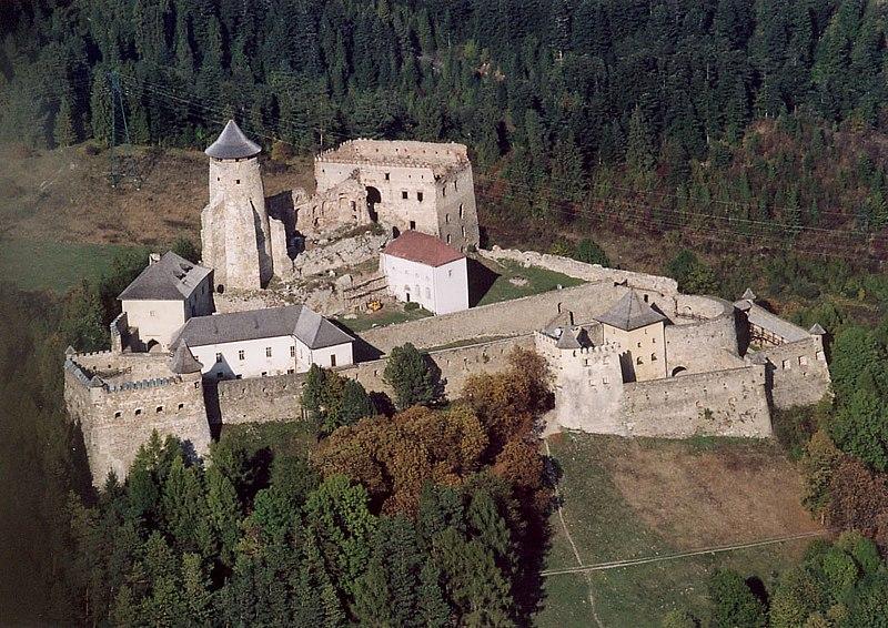 File:Ólubló - Castle.jpg