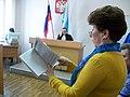 Галина Королева в суде с текстом федерального закона апрель 2018 года.jpg
