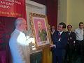 Президент СРВ Чыонг Тан Шанг вручает портрет Хо Ши Мина Председателю МООВВВ Н. Н. Колеснику.jpg