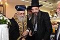הרב משה אמסלם עם הרב יצחק יוסף במרכז הרב.jpg