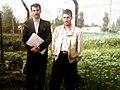 از راست. آقایان منصوری و داریوش ریاحی . آموزگاران مدرسه شرکت زراعی ازنا 1369 1.jpg