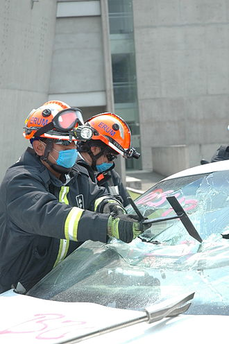 Laminated glass - Firefighters breaking through a laminated windshield