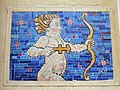 1210 Jedleseerstraße 79-95 Stg. 27 - Mosaik-Hauszeichen Schütze 1955 IMG 0627.jpg