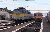 18.09.94 Csorna V43 320 & Bzmot 071 (13176033253).jpg