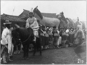 Empress Myeongseong - Image: 1895Funeralof Empress Myeongseongmaybe 18901923Carpenter LOC1