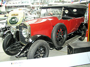 D'Ieteren - 15 HP 4-cylinder car with 4-speed gearbox and 4-wheel brakes and a body by coachbuilder D'Ieteren, made in Belgium by Fabrique d'Armes et d'Automobiles Nagant Frères; front-side view