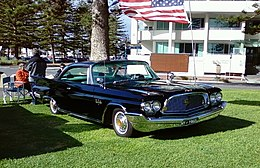 Una Chrysler New Yorker due porte hardtop del 1960