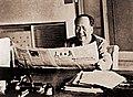 1961 Mao Zedong reading People's Daily in Hangzhou (2).jpg
