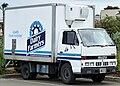 1991 Isuzu NKR 200 Flat Low truck, Dairy Farmers (2010-09-23).jpg