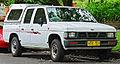 1992-1994 Nissan Navara (D21) DX V6 4-door utility (2011-11-18) 01.jpg