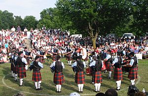 78th Fraser Highlanders Pipe Band - Image: 2003 78th frasers