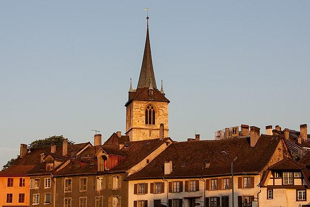Altstadt von Biel in der Schweiz im Morgenlicht