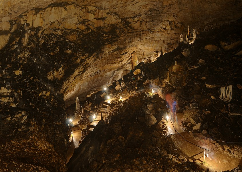 This file was uploaded  with Commonist.         This photograph was taken with a Nikon D300.    Grottes de Réclère (HDR).