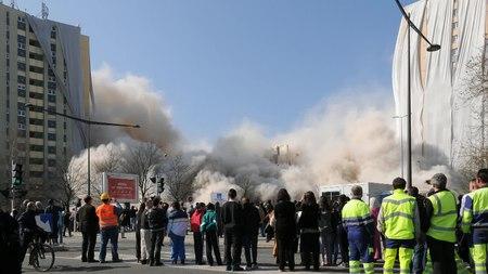 File:2012-03-28 11-00-51-demolition-1-rue-athenes-belfort.ogv