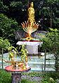 201304061029a Wat Tham Nakarat Große Mutter mit Nagas.jpg