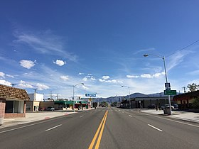 2015-04-29 16 23 21 View south along E Street (U.S. Route 95) near 6th Street in Hawthorne, Nevada.jpg