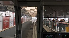201511272號線列車下行進入動物園站.jpg