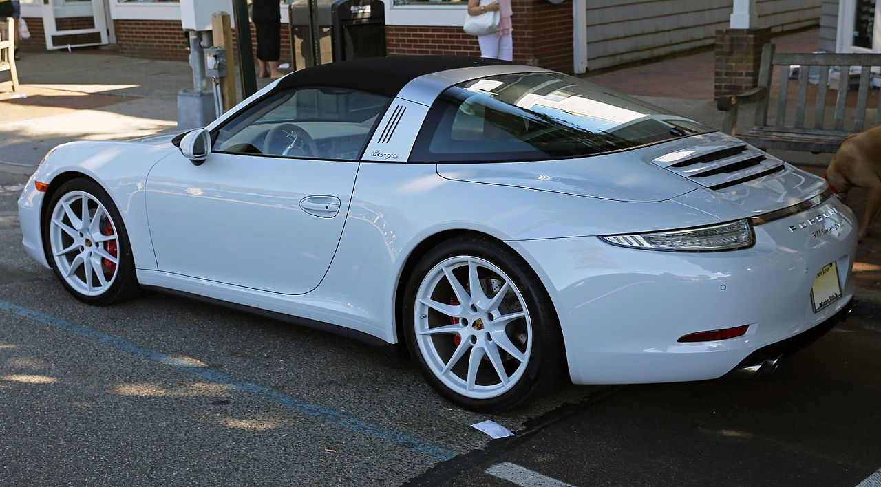 File 2015 porsche 911 targa 4s in all white rear for Camera targa