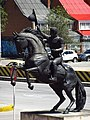 2017 Bogotá estatua ecuestre de José María Córdova Escuela de Caballería.jpg